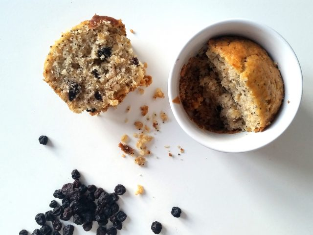 MUFFINS AI MIRTILLI, SEMI DI CHIA, AVENA E VANIGLIA * BLUEBERRIES, CHIA SEEDS, OAT AND VANILLA MUFFINS