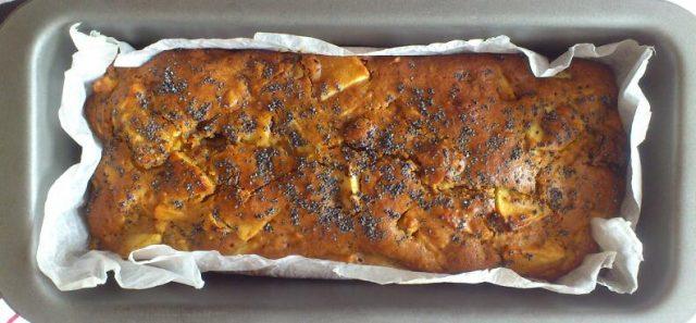 Plumcake vegano con frutta fresca e frutta secca