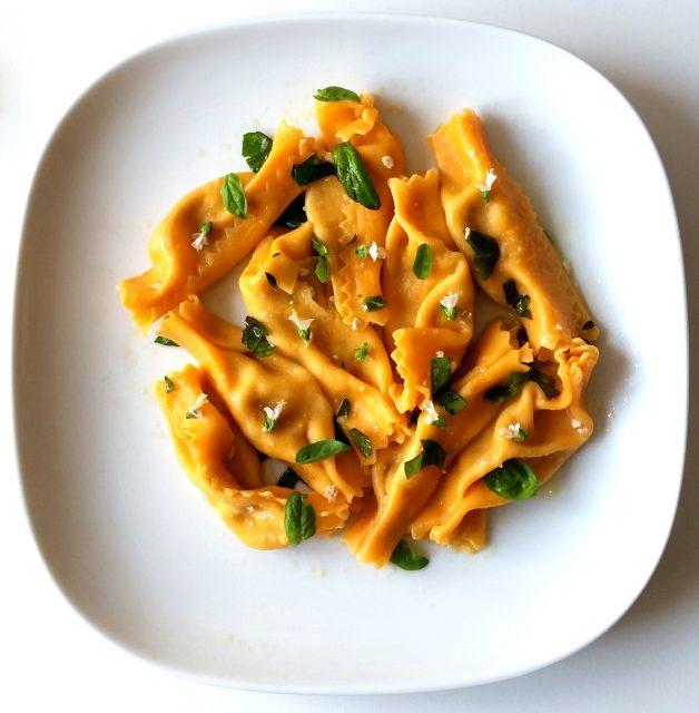 caramelle-al-radicchio-olio-parmigiano-basilico-e-fiori-7