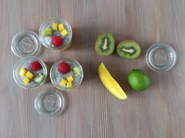 Budino ai semi di chia con kiwi mango e lamponi