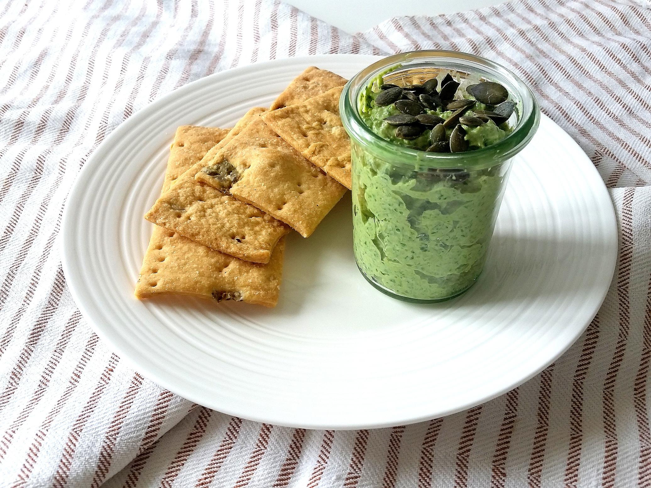 Pesto di sedano e prezzemolo con ricotta arachidi e semi di zucca
