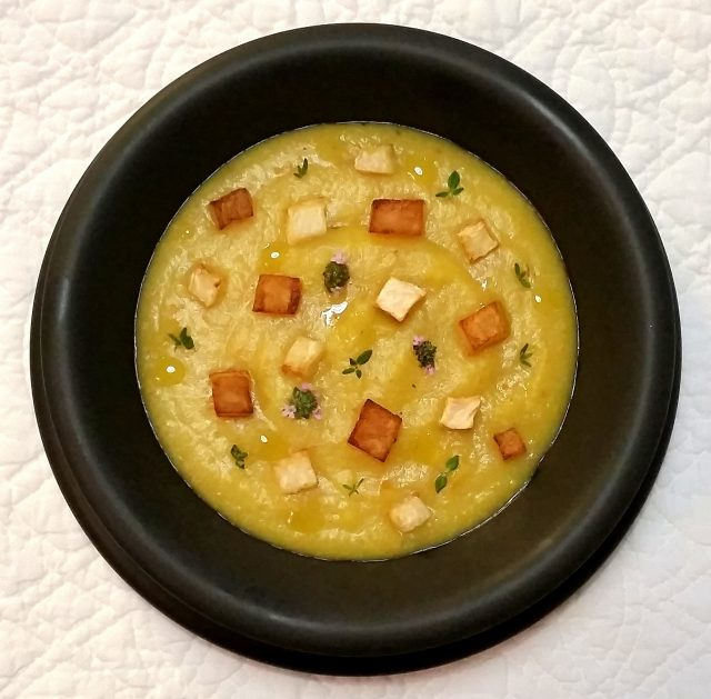 Crema di sedano rapa, patate, curcuma e timo.