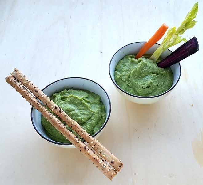 Pesto di broccoli parmigiano mandorle e aglio arrostito
