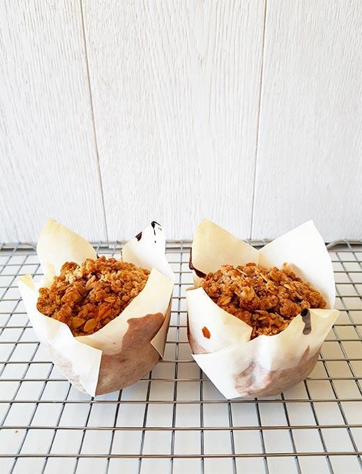 Muffins ai mirtilli con streusel speziato all'avena