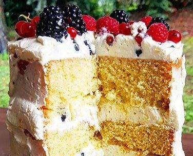 Naked Cake ai frutti di bosco, mascarpone e vaniglia