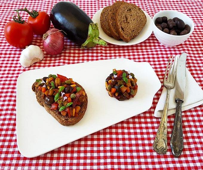 Caponata di melanzane con olive pinoli uvetta e capperi, una versione leggera facile e veloce